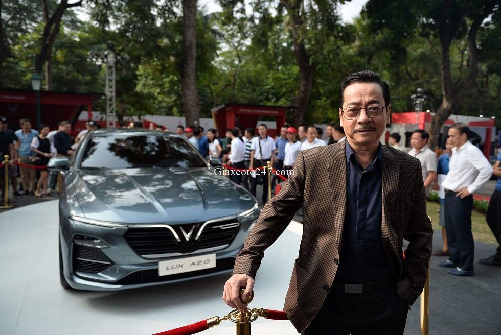 Nguoi phan xu mua xe Vinfast tang vo - Vinfast Chevrolet Quảng Ninh