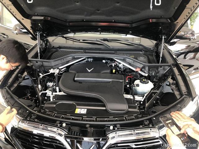 Khoang donng co VinFast Lux SA20 a - Bảng giá, Thông số kỹ thuật xe VinFast LUX SA 2.0