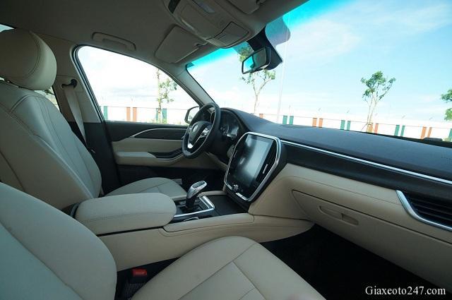 Khoang xe VinFast Lux SA20 a - Bảng giá, Thông số kỹ thuật xe VinFast LUX SA 2.0