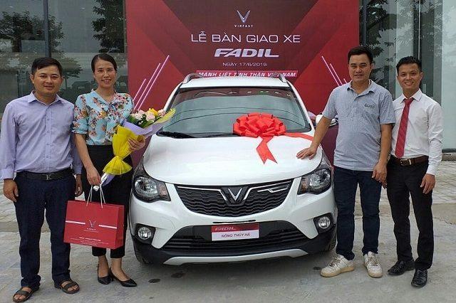 Giao xe VinFast 6 2019 1 1 640x426 - VinFast Chevrolet Thăng Long - 68 Trịnh Văn Bô