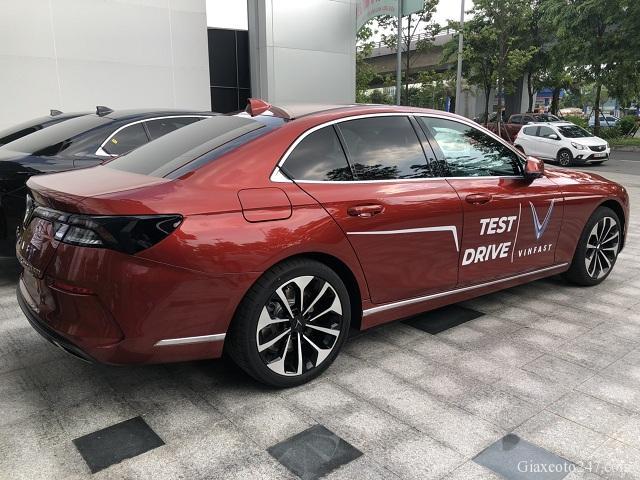 Duoi xe VinFast Lux A2.0 - Chi phí lăn bánh, chi phí ra biển VinFast Lux A 2.0 (sedan)