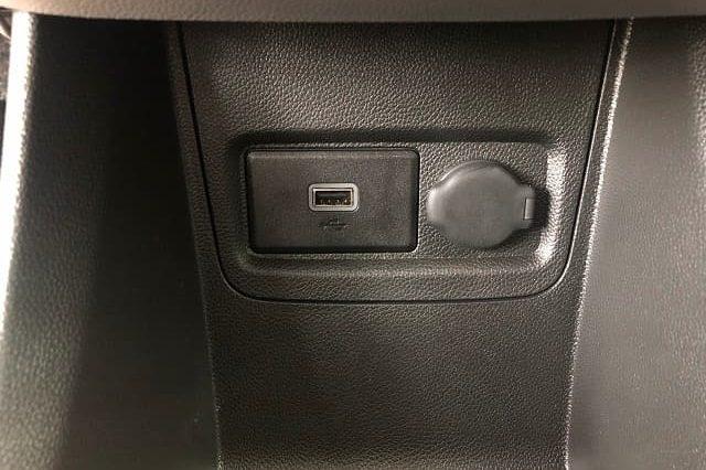 chan sac usb xe Fadil ban tieu chuan 640x426 - Bảng giá, Thông số kỹ thuật xe VinFast Fadil