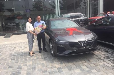 Giao xe VinFast Lux A 9 2019 1 400x266 - VinFast Chevrolet Thăng Long - 68 Trịnh Văn Bô