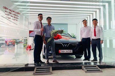 Giao xe VinFast LuxA 11 19 400x266 - VinFast Chevrolet Thăng Long - 68 Trịnh Văn Bô