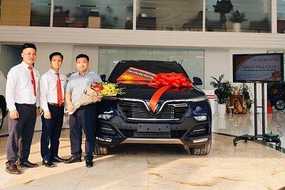 Giao xe VinFast LuxSA 11 19 400x266 - VinFast Chevrolet Thăng Long - 68 Trịnh Văn Bô