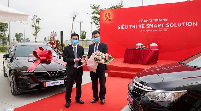 """Hop dong mua cu doi moi tai sieu thi Smart Solution - VinFast ra chương trình chưa từng có tại Việt Nam: """"Đổi xe cũ - Lấy xe mới"""""""