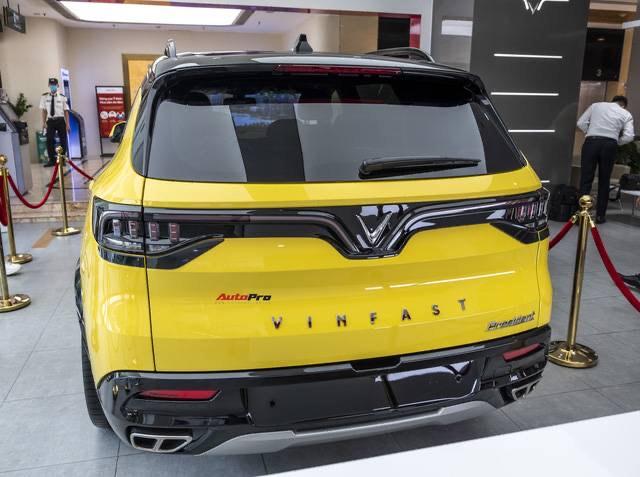duoi xe vinfast president 3 - Lộ trình trưng bày xe VinFast President từ 07/09/2020