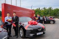 Bàn giao lô xe VinFast Lux cho Ngân hàng TMCP Xăng dầu Petrolimex (PG Bank)