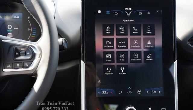 man hinh o to dien vinfast vf e34 1 640x365 - Danh sách địa chỉ trạm sạc pin ô tô điện VinFast tại Hà Nội